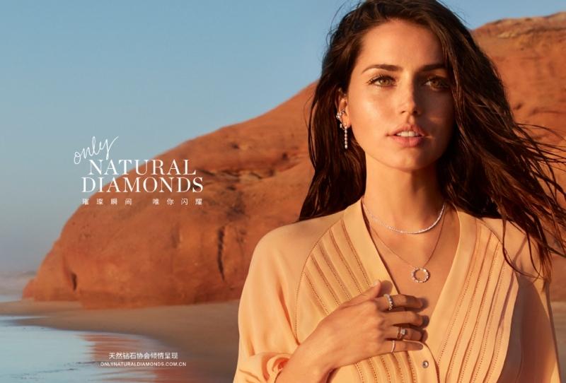 璀璨瞬间,唯你闪耀:安娜·德·阿玛斯倾情领衔天然钻石协会首个好莱坞明星宣传推广插图