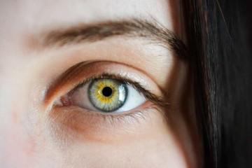 去眼袋泪沟手术安全吗眼袋的形成原因有哪些呢