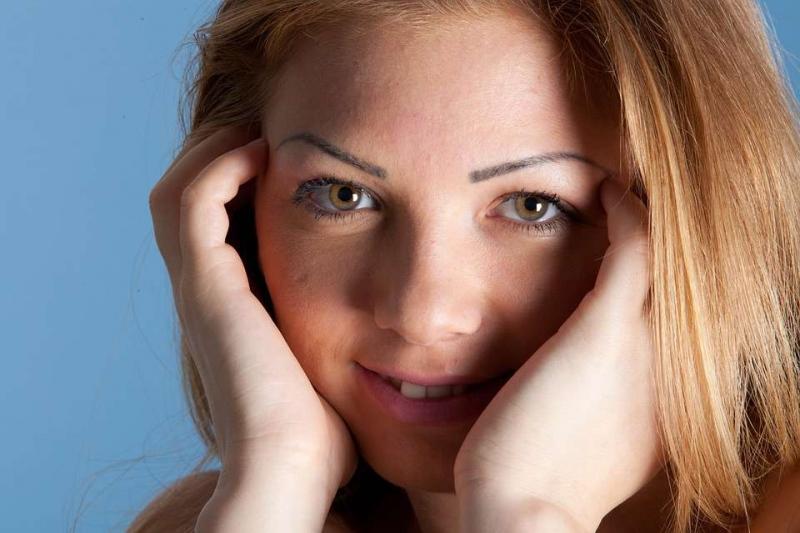 鼻子两段的脸颊长痘应该怎么治疗